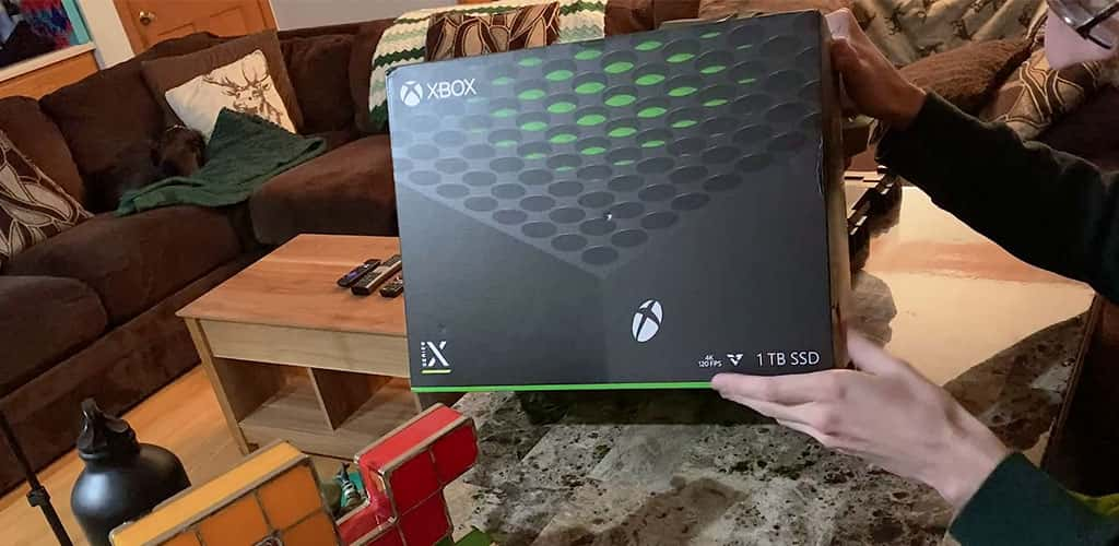 Front of the Xbox Series X Box